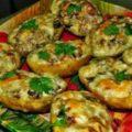 картофель с чесноком и зеленью в духовке