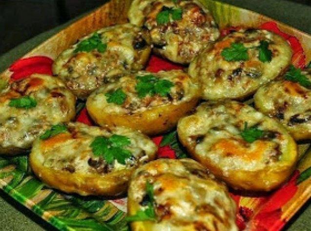 Запеченная картошка в духовке - рецепты с фото