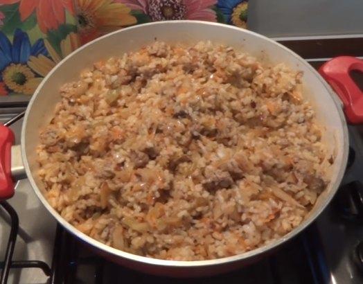Голубцы ленивые - рецепт с рисом и фаршем в кастрюле с фото пошагово
