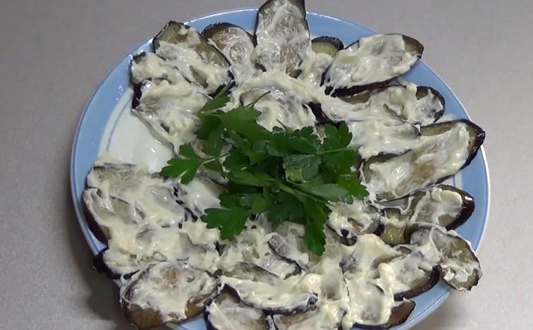 Баклажаны жареные с чесноком и майонезом - рецепт с фото