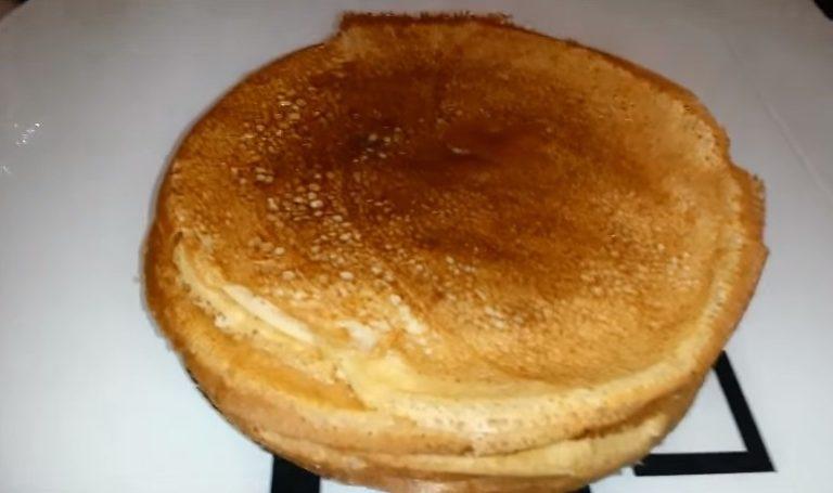 Рецепт тонких блинов на молоке с дырочками - пошагово с фото