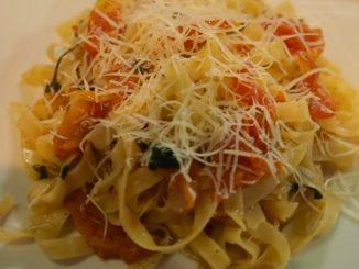 итальянская паста с вяленными помидорами