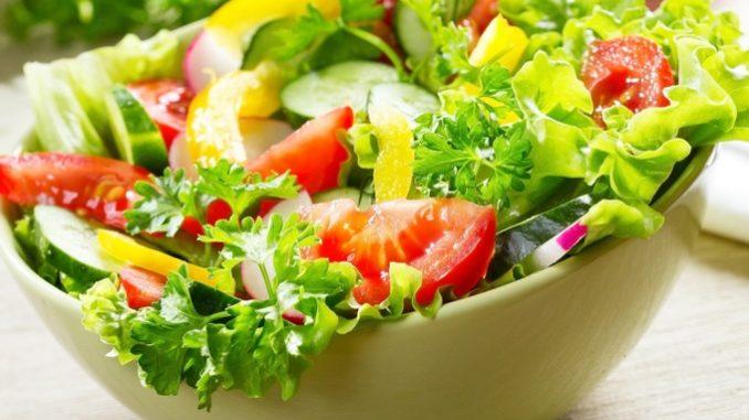 очень вкусный легкий салат, наш рецепт