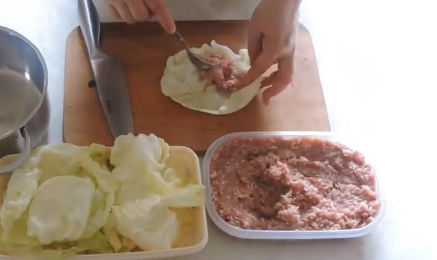 выкладываем начинку в капусту