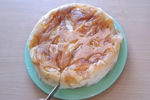 яблучный пирог Шарлотка в мультиварке