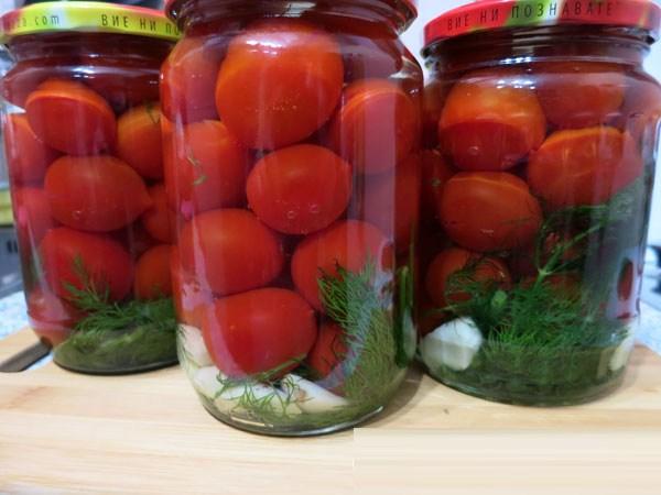 маринованные помидоры с чесноком и зеленью