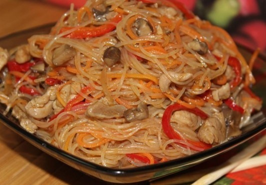 салат из фунчозы с мясом и овощами рецепт с фото