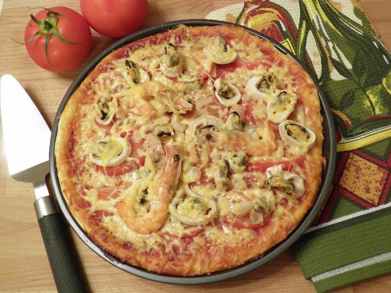 Пицца с морепродуктами в духовке - рецепт в домашних условиях