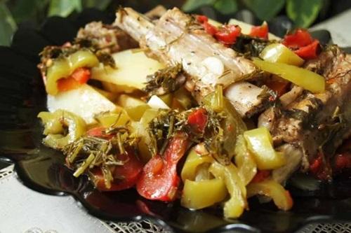 свиные ребрышка с овощами