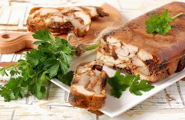 Мясо в желе - необычайно вкусное блюдо в домашних условиях