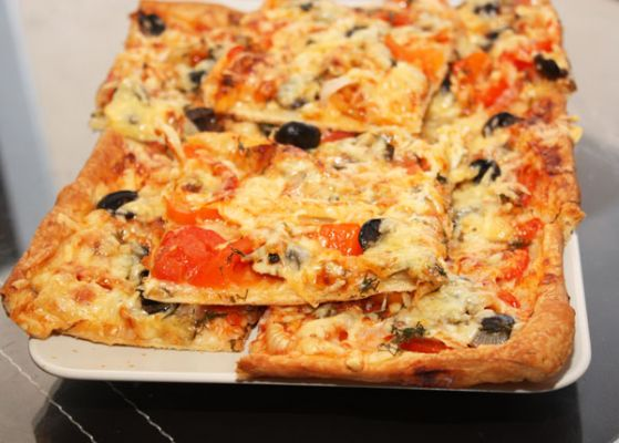 Очень вкусная пицца на слоеном тесте: как приготовить по рецепту с фото