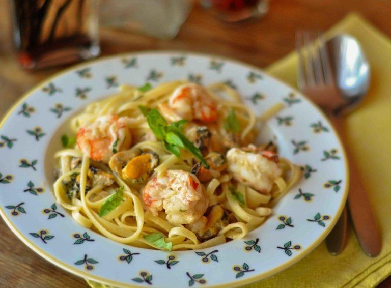 Изысканный и простой рецепт пасты с морепродуктами