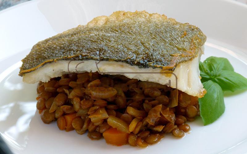 Запеченная треска с чечевицей и овощами — вкусный и низкокалорийный ужин, по рецепту с фото.