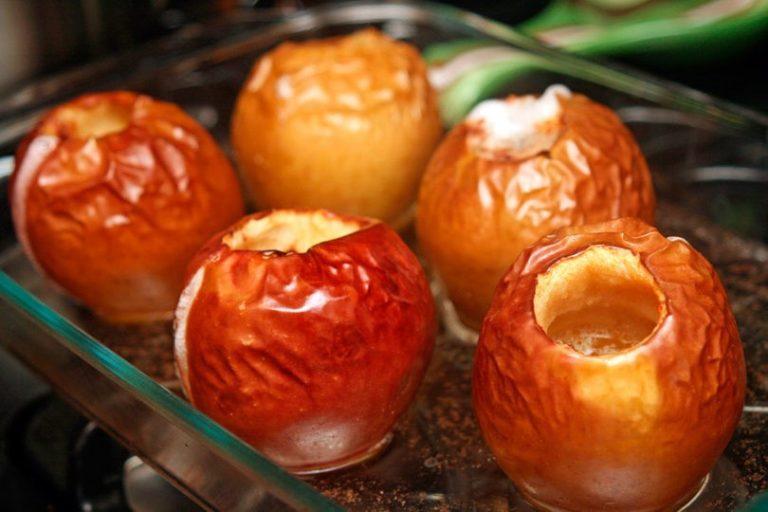 Печеные яблоки: простой рецепт любимого лакомства