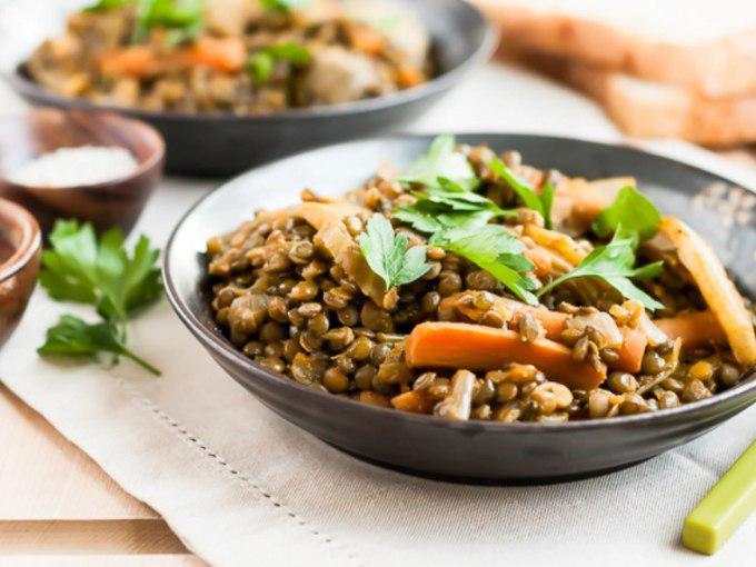 Чечевица с овощами — сытный и полезный ужин, с пошаговым рецептом и фото.
