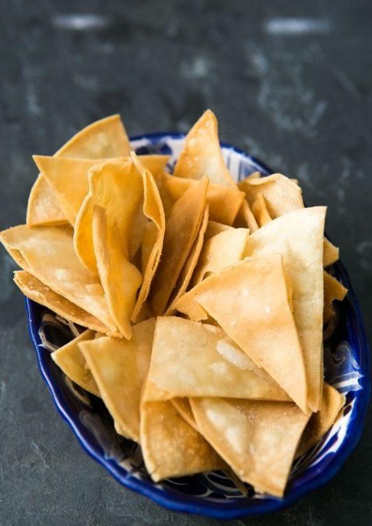 Полезные чипсы с соусом — простой и быстрый рецепт