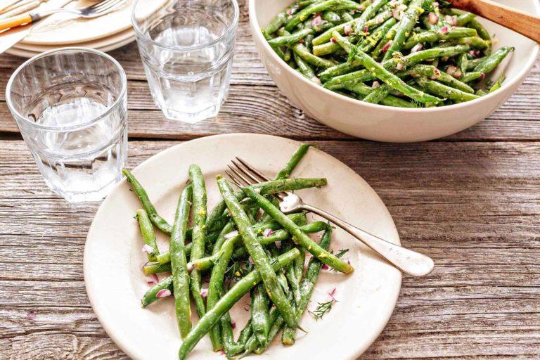 Салат из стручковой фасоли с лимоном и укропом – легкий рецепт.