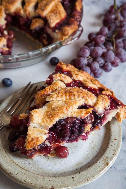 Пирог с черникой и виноградом, готовим быстро и просто