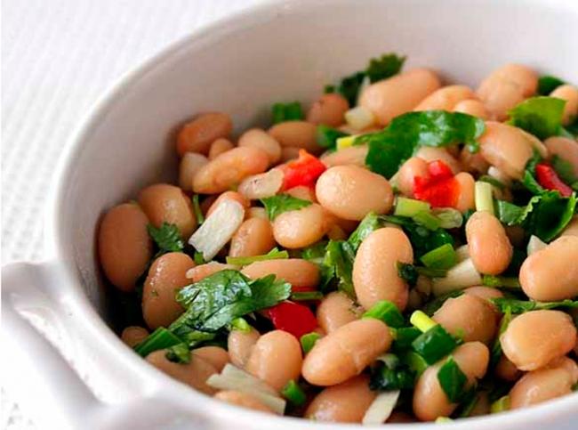 Быстрый и легкий салат с белой фасолью – простой рецепт