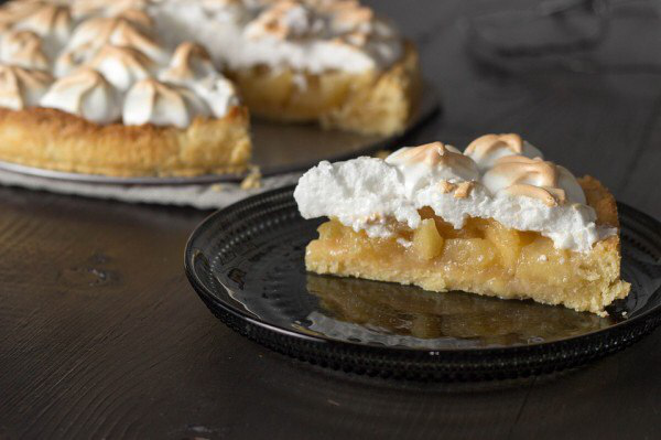 Простой и быстрый яблочный пирог со взбитыми белками – как удивить гостей и семью