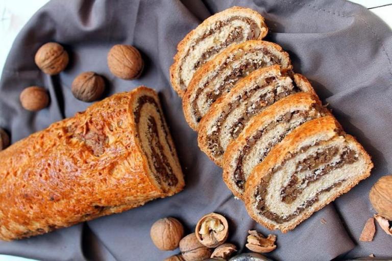 Рецепт рулета с грецкими орехами и маком– вкусная и простая выпечка в домашних условиях