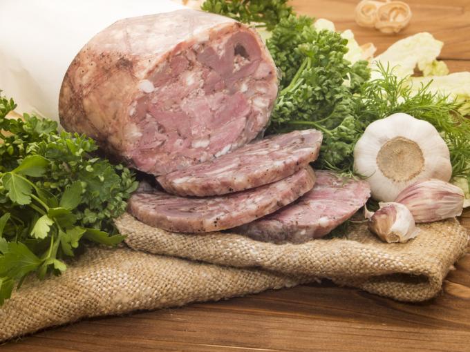Бюджетная, но очень аппетитная мясная закуска – домашний зельц: рецепт по фото