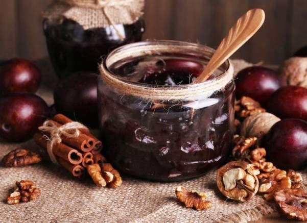 Варенье из слив с начинкой из грецких орехов. Пошаговая инструкция + фото
