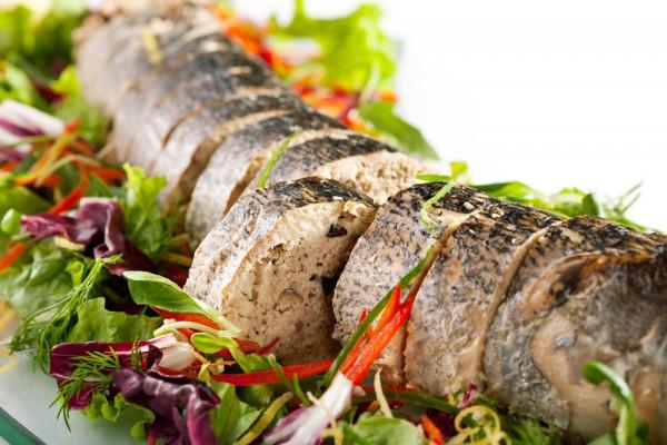 Фаршированная рыба под соусом – учимся готовить вкуснейший ужин для всей семьи