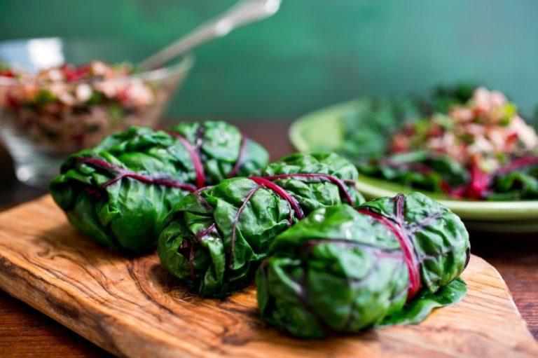 Голубцы в свекольных листьях с гречневой кашей – как легко приготовить вкусный обед для всей семьи