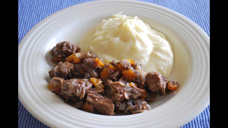 Отварная говядина под соусом – легкий рецепт очень вкусной закуски
