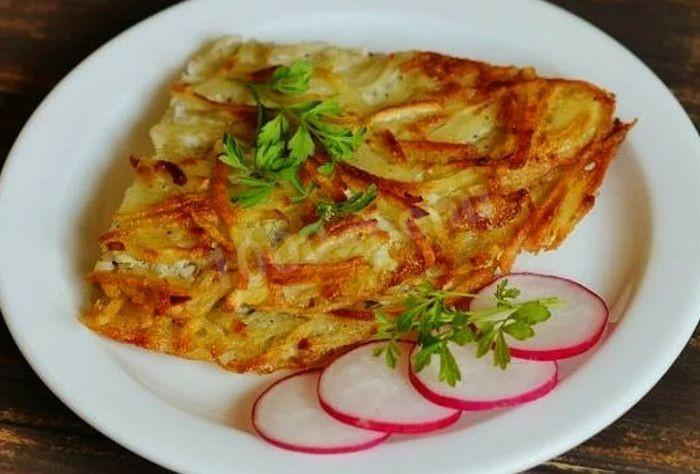 Сытный картофельный омлет на завтрак – рецепт с фото