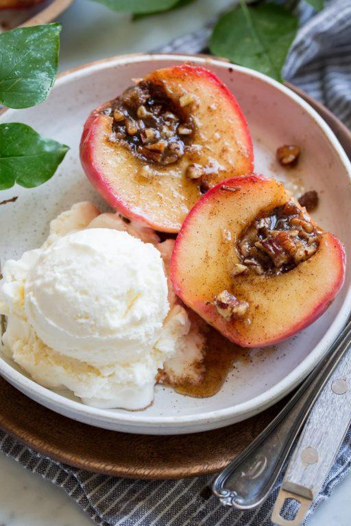 Запеченные яблоки – интересный рецепт вкусного десерта с пошаговой инструкцией