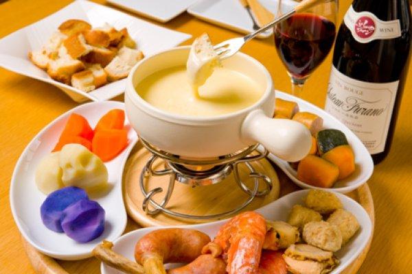 Сырное фондю: нежно, вкусно, аппетитно