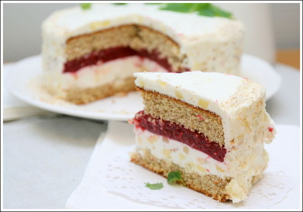 Торт бисквитный с кремом и вишневым вареньем – чудесный рецепт изумительного десерта