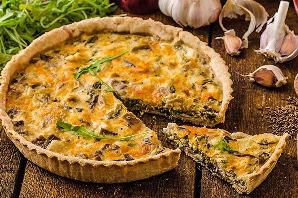 Киш с курицей, шпинатом и сыром – простой пошаговый рецепт вкуснейшего блюда