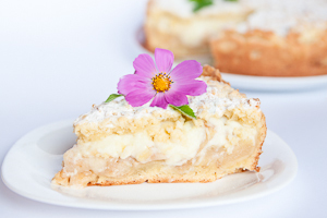 «Шарлотка» с заварным кремом – интересный рецепт вкусного десерта с пошаговой инструкцией