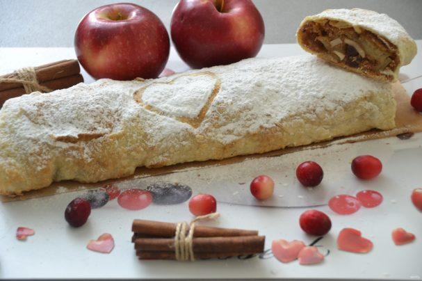 Простой рецепт ленивого пирога с яблоками и корицей – пальчики оближешь!