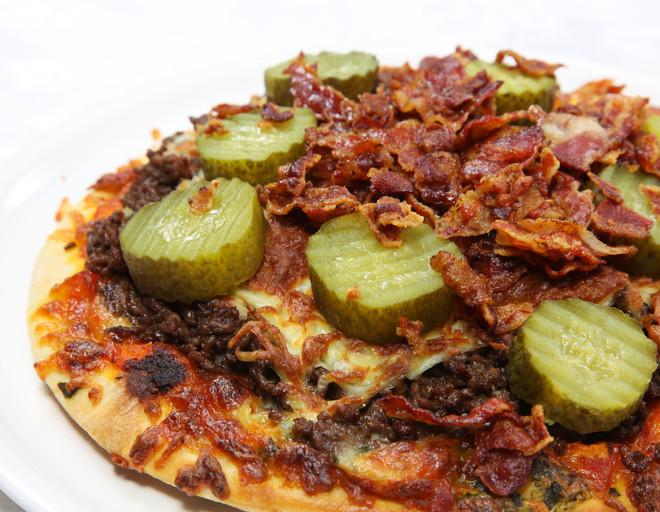 Рецепт пиццы с солеными огурцами – итальянское блюдо по-русски
