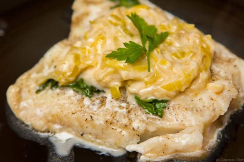 Рыба отварная под соусом – как идеально приготовить полезный обед для всей семьи