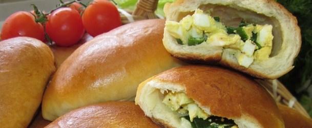 Классический рецепт приготовления вкуснейшей выпечки: пирожки с яйцом и луком по фото