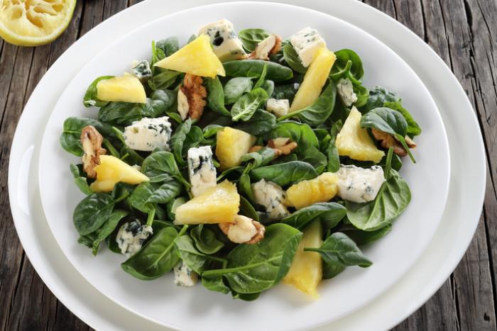 Полезный и сытный салат из шпината – простой рецепт на каждый день!