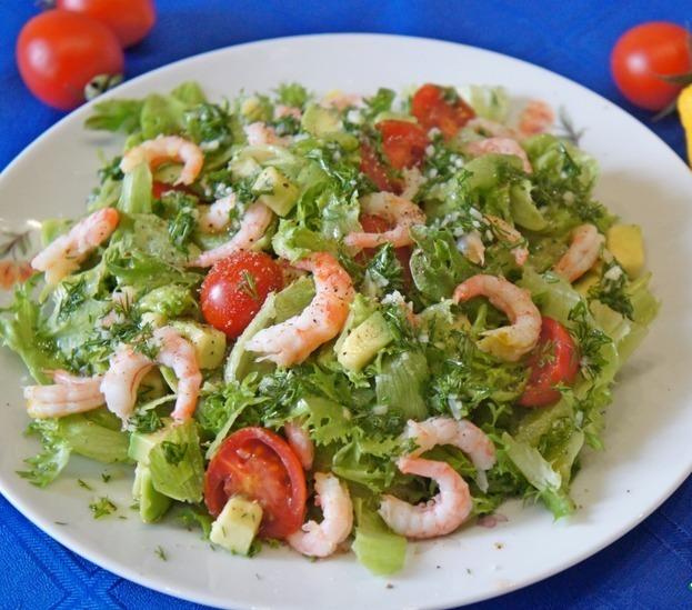 Два рецепта салатов с креветками на любой вкус – экзотическое угощение на вашем столе!