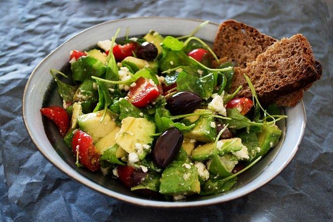 Витаминный салат с авокадо – легкий рецепт закуски