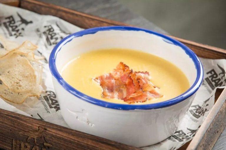 Сырный суп с беконом – рецепт легкого обеда