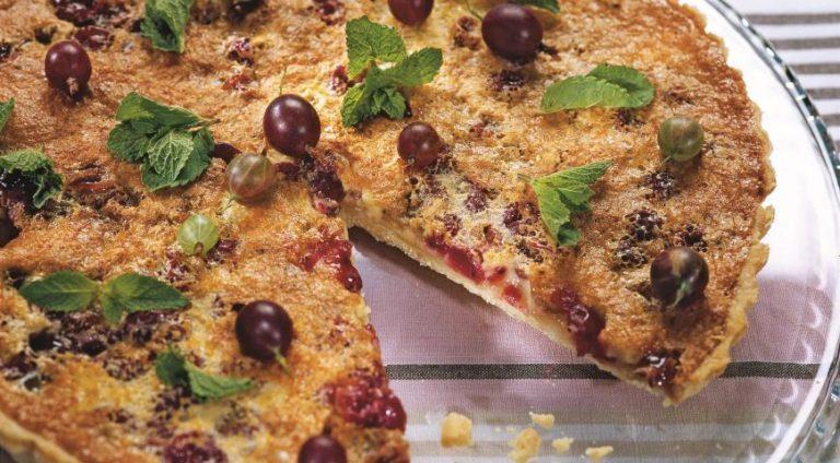 Пирог с крыжовником – простой и быстрый рецепт вкусного десерта к чаю