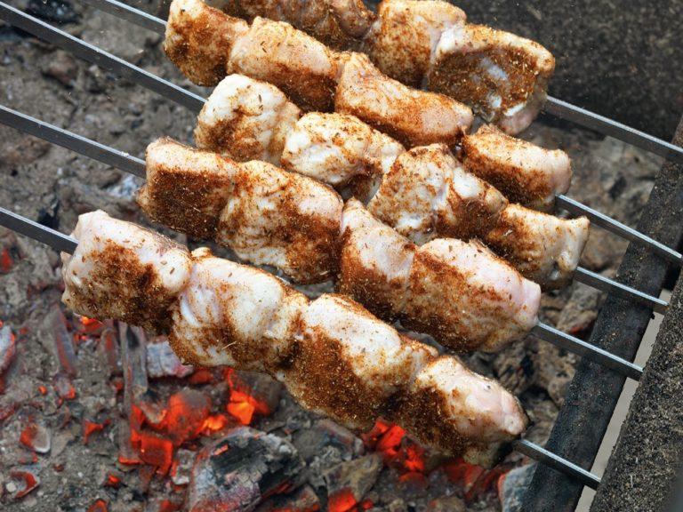 Шашлыки из рыбы – рецепт оригинального блюда, которым вы удивите гостей!