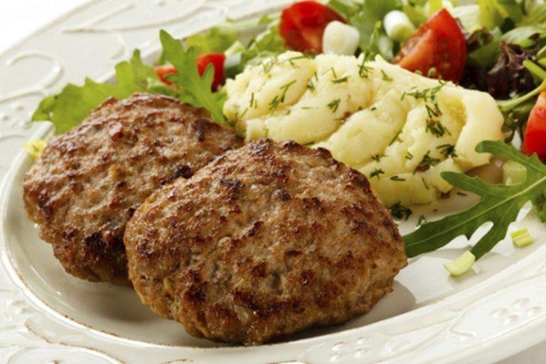 Котлеты из свинины с кабачком и картофельным пюре – простой домашний рецепт еды на несколько дней