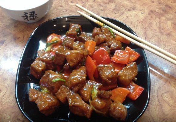 Свинина в кисло-сладком соусе с рисом и овощами на пару – простой азиатский рецепт в домашних условиях