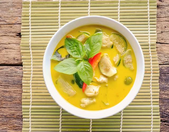 Тайский суп с курицей и рисовой лапшой – простой и вкусный рецепт