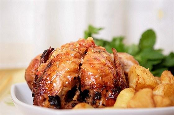 Цыпленок жаренный с розмарином: легкий рецепт пикантного куриного мяса с фото